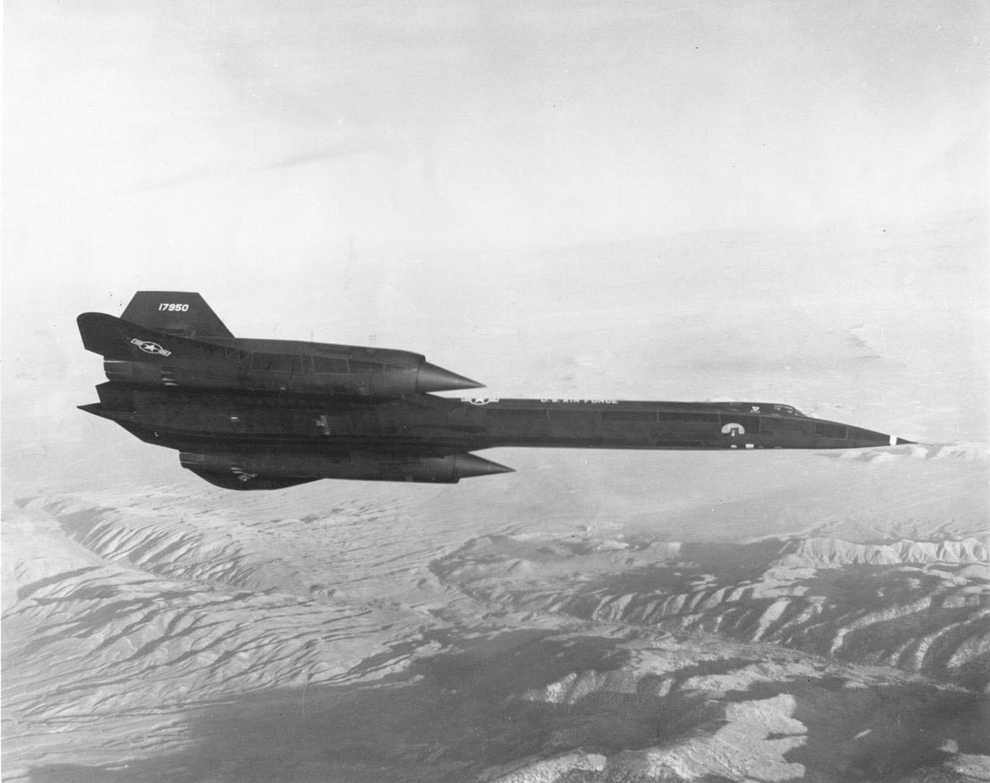 Lockheed SR-71A 61-7950 in flight. (U.S. Air Force)